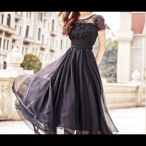 فستان الدانتيل الأسود