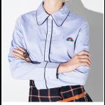 قميص كتان نسائي سماوي بتحديد كحلي