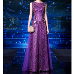 فستان أرجواني بذيل مزين بترتر لامع