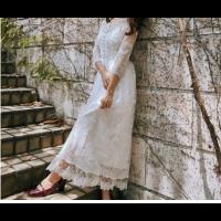 فستان ابيض فخم بنقوش االأزهار العريضة