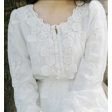فستان التطريز الأبيض