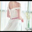 فستان زفاف بقصة كلاسيك بحزام أنيق وذيل متموج
