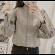 قميص كاروهات الفيونكة الخلفية