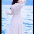 فستان الدانتيل الابيض بالاكمام الطويلة