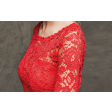 فستان الدانتيل الأحمر