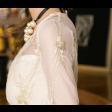 فستان التطريز الذهبي الفاتح