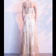 فستان التطريز الذهبي الطويل