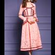 فستان الدانتيل الأنيق بتخطيط عنابي وأكمام واسعة مميزة