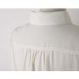 بلوزة شيفون أبيض بأكمام طويلة